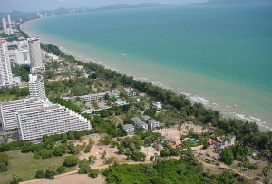 A section of the long sweeping Jomtien Beach
